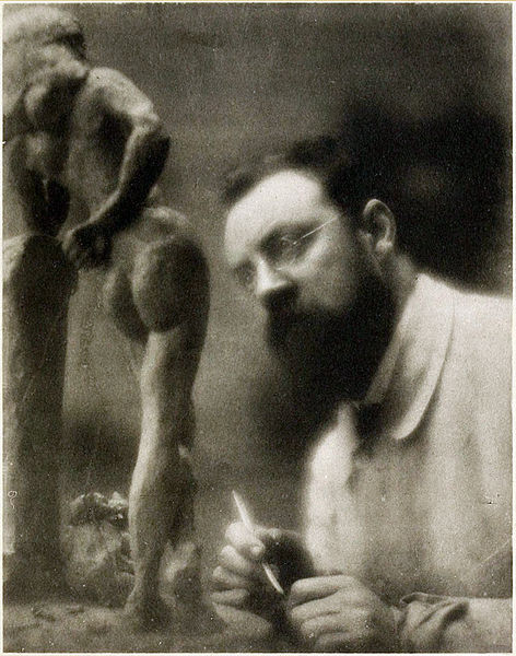 Henri_Matisse_and_La_Serpentine,_fall_1909,_Issy-les-Moulineaux,_photograph_by_Edward_Steichen. (1)