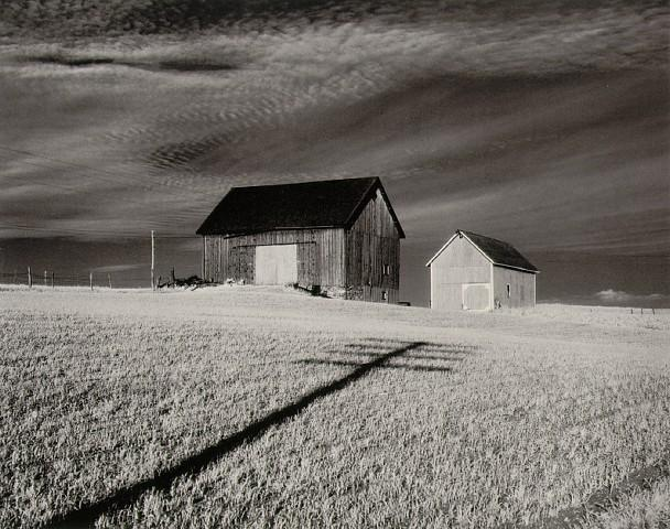 minor_white_two_barns